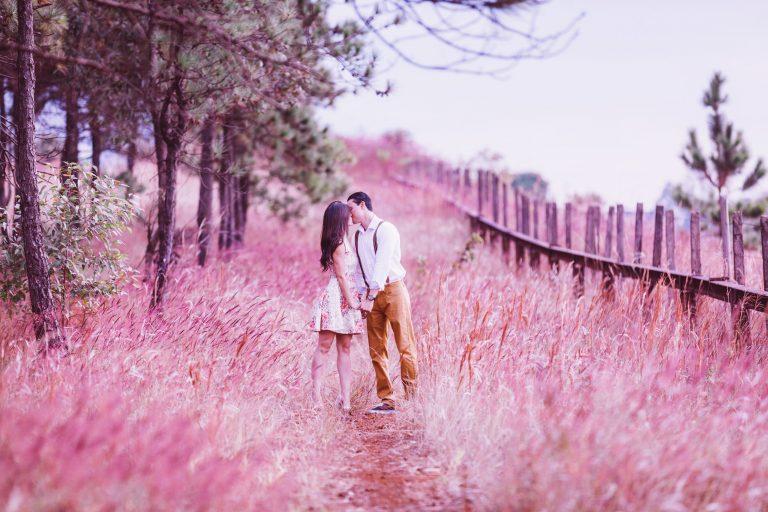 Privește-ți partenerul printr-o lentilă roz